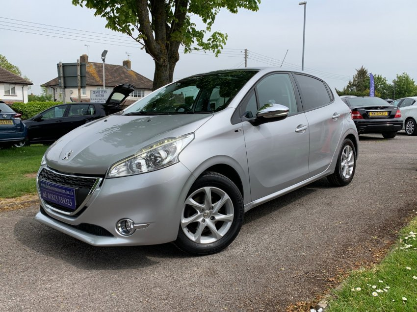 View PEUGEOT 208 1.4 HDI STYLE